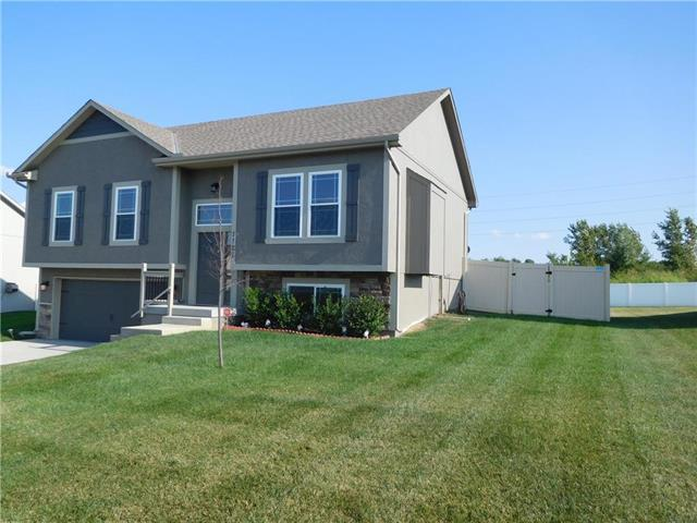 1121 SW 10th Terrace, Oak Grove, MO 64075 (#2183132) :: Eric Craig Real Estate Team