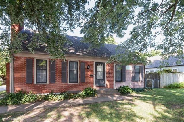 5506 Roe Boulevard, Roeland Park, KS 66205 (#2183252) :: Kansas City Homes