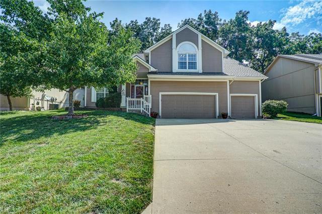 913 NE Country Lane, Lee's Summit, MO 64086 (#2183253) :: Kansas City Homes