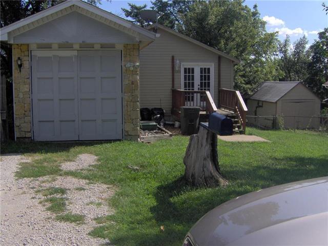 11215 E 9th Street, Independence, MO 64054 (#2183310) :: Eric Craig Real Estate Team