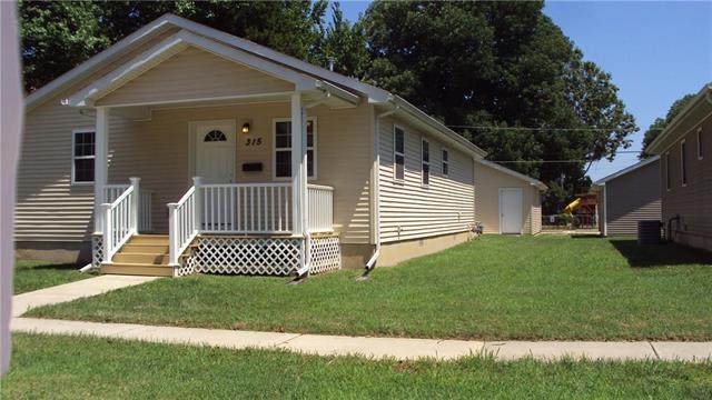 315 S Eddy Street, Fort Scott, KS 66701 (#2183456) :: House of Couse Group