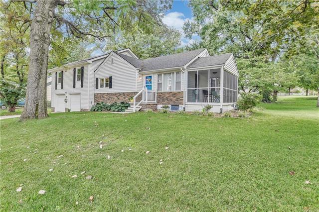 5300 Woodson Street, Mission, KS 66202 (#2183474) :: Kansas City Homes