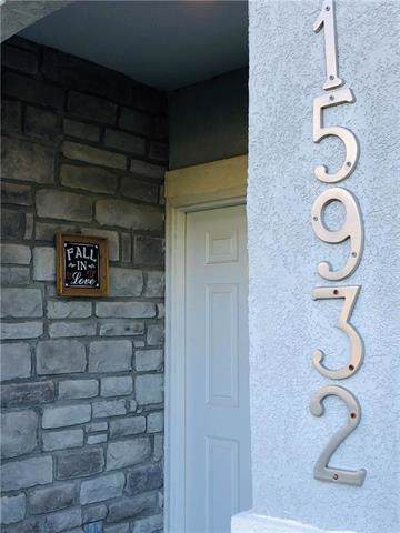 15932 S Skyview Lane, Olathe, KS 66062 (#2186604) :: House of Couse Group