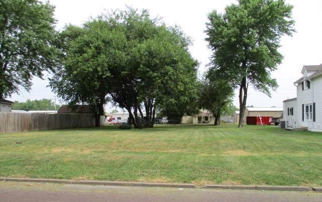 907 E 4th Street, Sedalia, MO 65301 (#2188109) :: Kansas City Homes