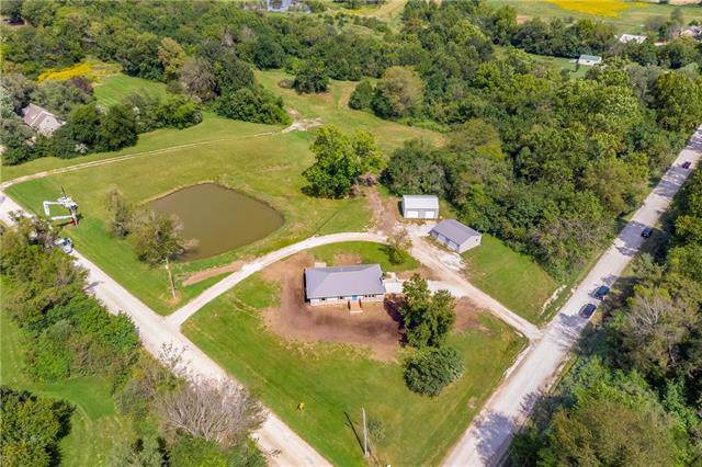 20219 S Johnson Drive, Pleasant Hill, MO 64080 (#2188138) :: House of Couse Group