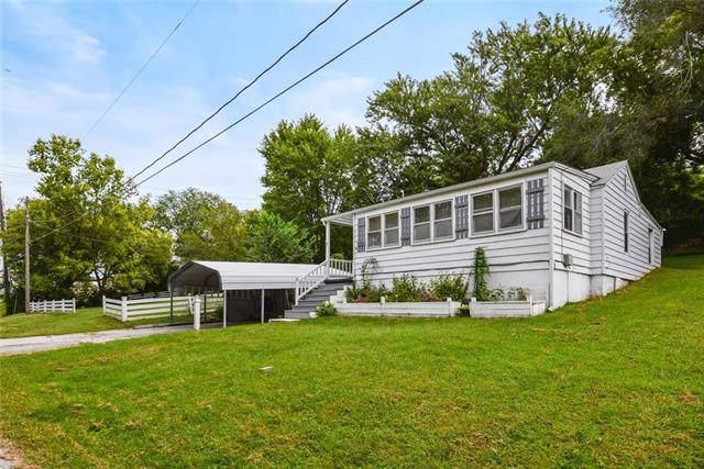 3937 NE Hill Haven Road, Kansas City, MO 64117 (#2188292) :: Kansas City Homes