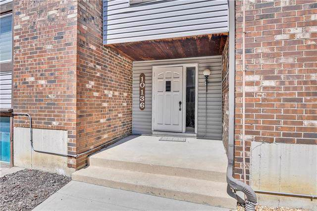 10136 W 96th Terrace A, Overland Park, KS 66212 (#2188336) :: Edie Waters Network
