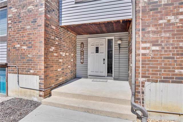 10136 W 96th Terrace A, Overland Park, KS 66212 (#2188336) :: House of Couse Group