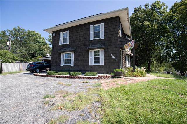 5921 N Broadway Avenue, Gladstone, MO 64118 (#2188341) :: Eric Craig Real Estate Team