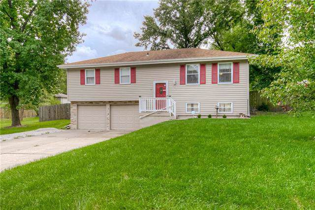 913 NE 113th Terrace, Kansas City, MO 64155 (#2188506) :: Dani Beyer Real Estate