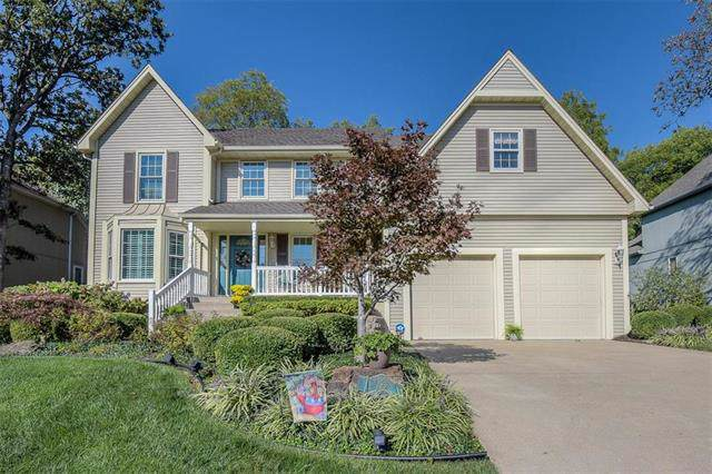 6746 Red Oak Drive, Shawnee, KS 66217 (#2188588) :: House of Couse Group
