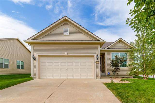 4804 SW Davis Drive, Lee's Summit, MO 64083 (#2188607) :: Clemons Home Team/ReMax Innovations