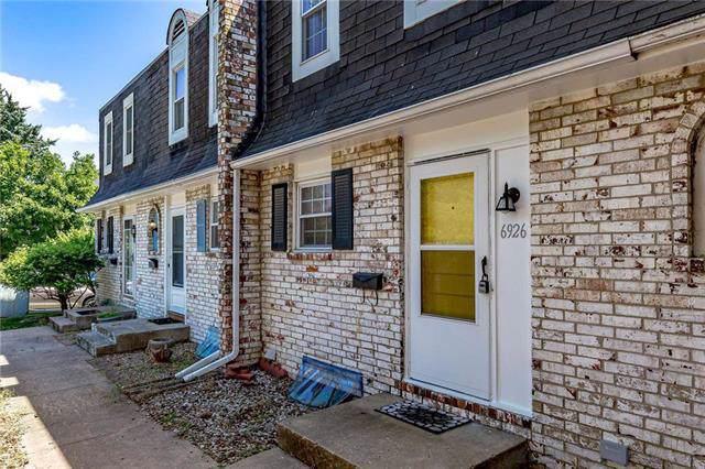 6926 NW Chapel Woods Lane, Kansas City, MO 64152 (#2188643) :: Kansas City Homes