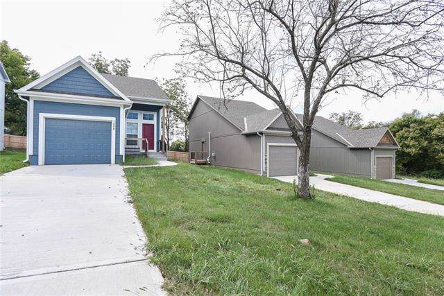 1008 Willow Street, Pleasant Hill, MO 64080 (#2188660) :: The Shannon Lyon Group - ReeceNichols
