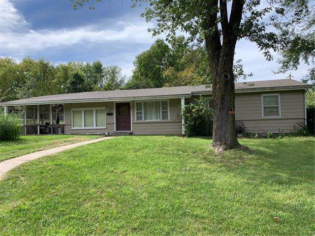 203 Salem Avenue, Knob Noster, MO 65336 (#2188736) :: Edie Waters Network