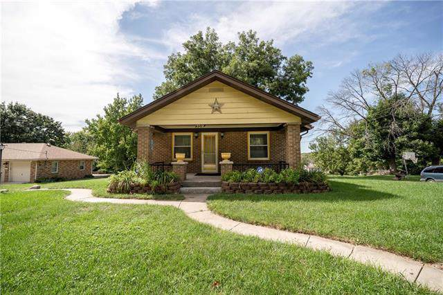 3018 N 54th Street, Kansas City, KS 66104 (#2188878) :: Clemons Home Team/ReMax Innovations
