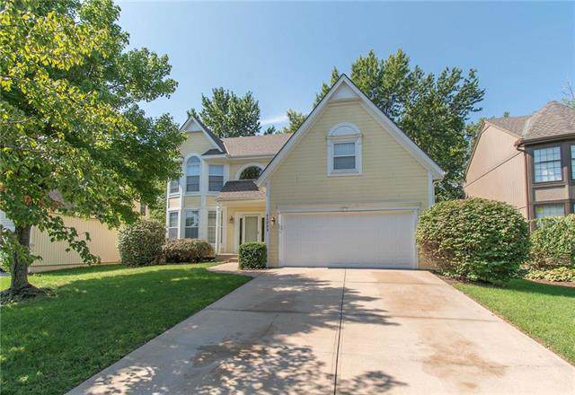 11223 W 116th Terrace, Overland Park, KS 66210 (#2188923) :: House of Couse Group