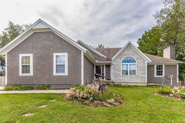 606 S Hickory Street, Paola, KS 66071 (#2188937) :: Clemons Home Team/ReMax Innovations