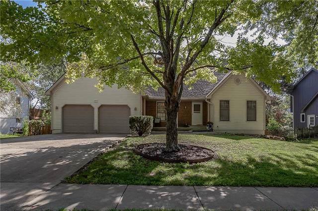 14633 S Locust Street, Olathe, KS 66062 (#2188962) :: House of Couse Group