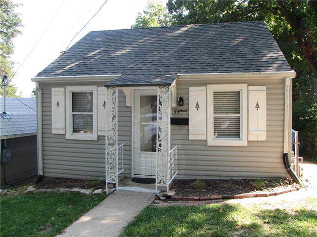 15 W 5th Street, Parkville, MO 64152 (#2189118) :: Edie Waters Network