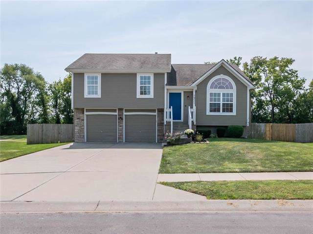 1921 Parkview Drive, Raymore, MO 64083 (#2189146) :: Ask Cathy Marketing Group, LLC