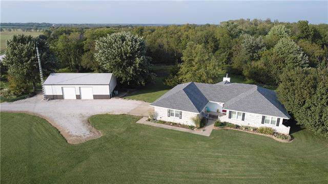 27829 Crescent Hill Road, Paola, KS 66071 (#2189158) :: Edie Waters Network