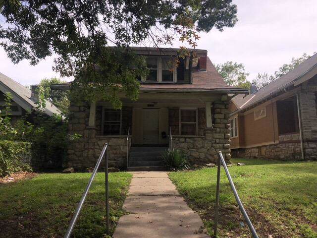 4027 S Benton Avenue, Kansas City, MO 64130 (#2189174) :: House of Couse Group
