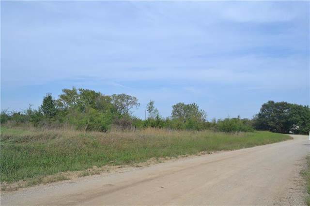 9133 Kiowa Road, Oskaloosa, KS 66066 (#2189187) :: House of Couse Group