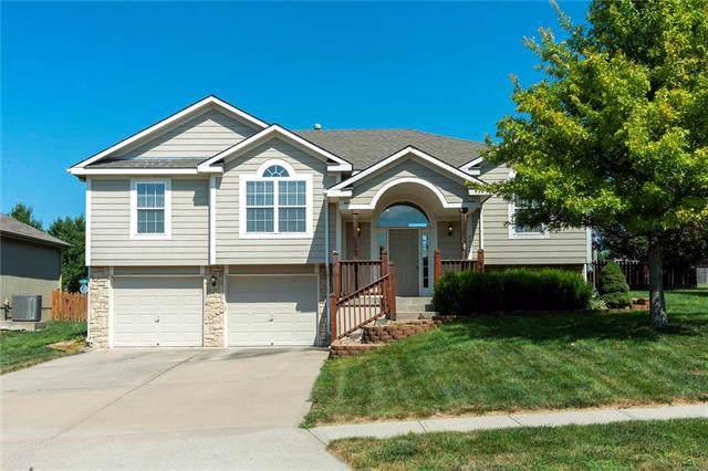 2020 SW Rachel Lane, Lee's Summit, MO 64082 (#2189260) :: Kansas City Homes