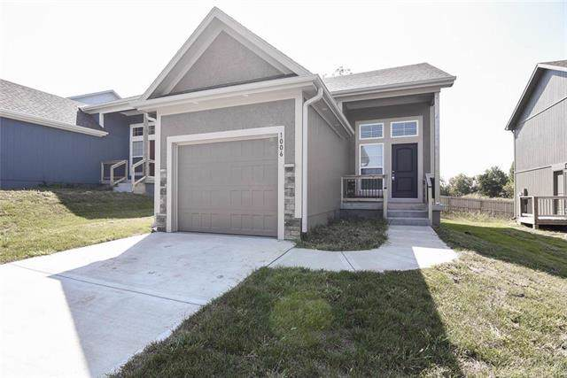 1006 Willow Street, Pleasant Hill, MO 64080 (#2189860) :: The Shannon Lyon Group - ReeceNichols