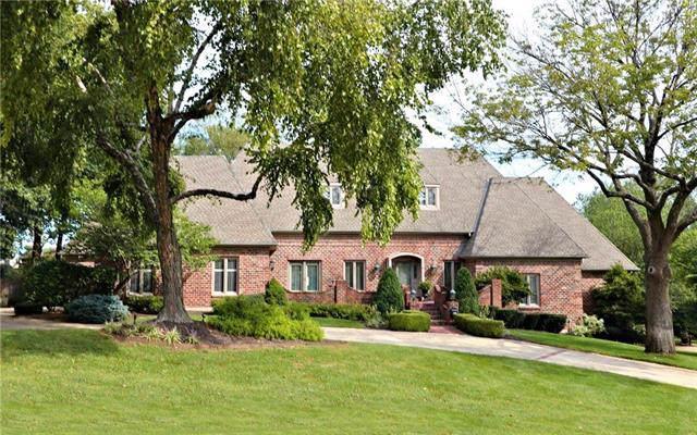 4824 W 87th Street, Prairie Village, KS 66207 (#2190554) :: The Shannon Lyon Group - ReeceNichols