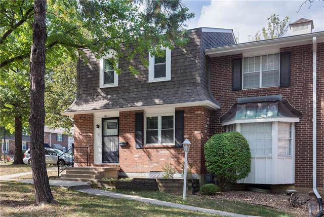 10111 W 96th Terrace, Overland Park, KS 66212 (#2190556) :: Eric Craig Real Estate Team