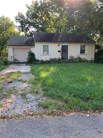 2223 S Hawthorne Avenue, Independence, MO 64052 (#2190804) :: Edie Waters Network