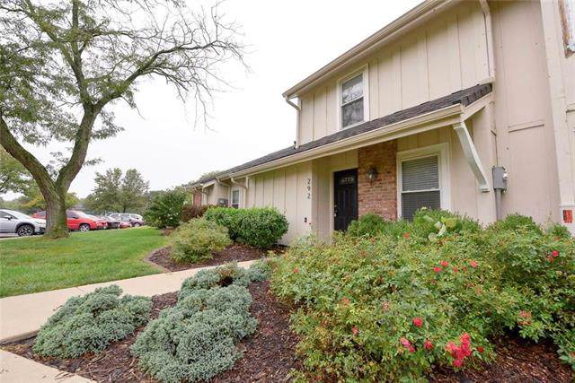 292 NE Bayview Drive, Lee's Summit, MO 64064 (#2191186) :: House of Couse Group