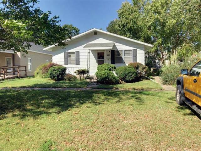 339 E 4th Avenue, Garnett, KS 66032 (#2191364) :: Eric Craig Real Estate Team
