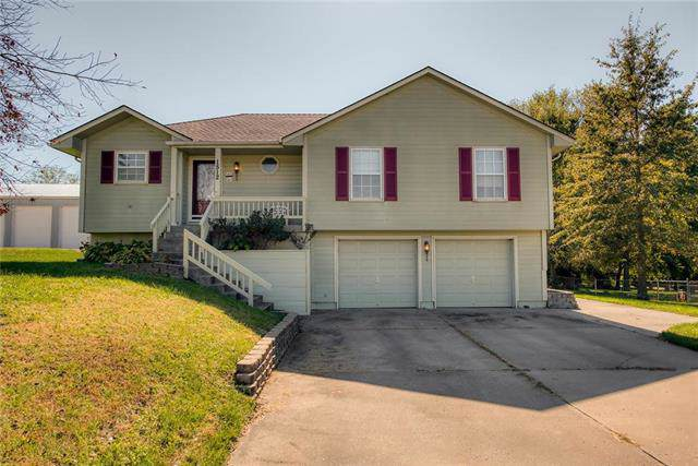 1512 Broadway Street, Pleasant Hill, MO 64080 (#2191608) :: Clemons Home Team/ReMax Innovations
