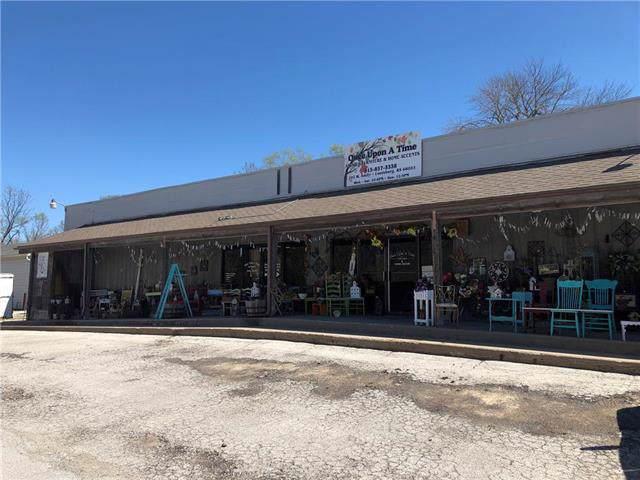 104 W Amity Highway, Louisburg, KS 66053 (#2191725) :: The Gunselman Team