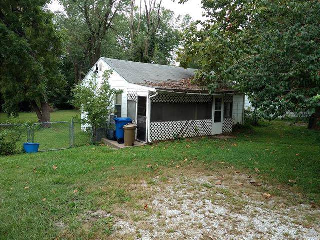 8607 Pence Road, Pleasant Valley, MO 64068 (#2192273) :: Edie Waters Network