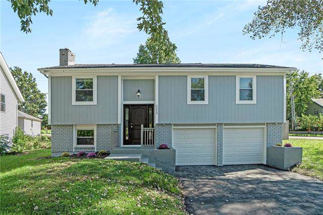 2228 E Arrowhead Street, Olathe, KS 66062 (#2192569) :: The Shannon Lyon Group - ReeceNichols