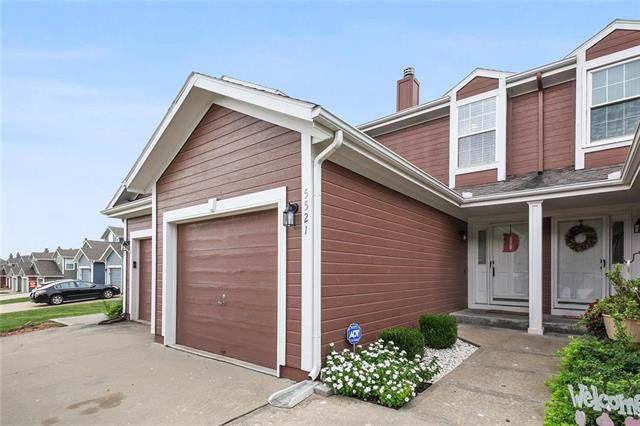 5521 NW Moonlight Meadow Drive 73B, Lee's Summit, MO 64064 (#2192653) :: Clemons Home Team/ReMax Innovations