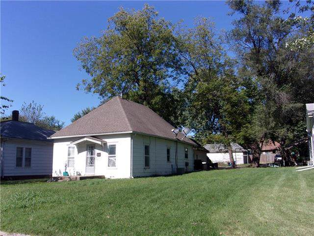 206 E Chippewa Street, Paola, KS 66071 (#2192661) :: Clemons Home Team/ReMax Innovations