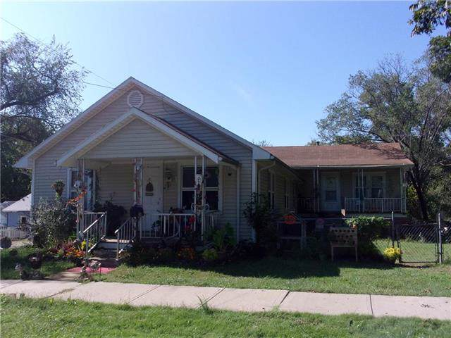 504 S Maple Street, Paola, KS 66071 (#2192668) :: Clemons Home Team/ReMax Innovations