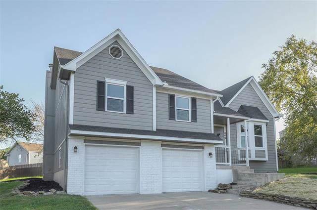 300 W Laredo Trail, Raymore, MO 64083 (#2192808) :: Kansas City Homes