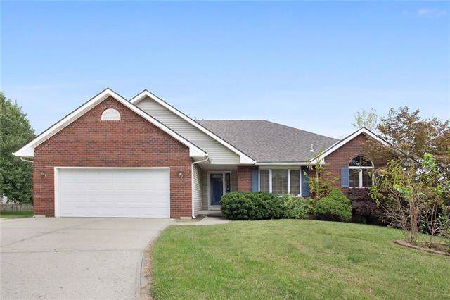 905 Redwood Court, Liberty, MO 64068 (#2192879) :: Clemons Home Team/ReMax Innovations