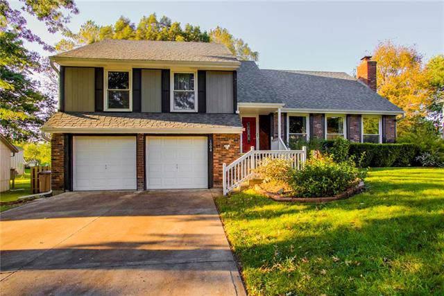 1004 Silver Lake Drive, Raymore, MO 64083 (#2193487) :: Kansas City Homes