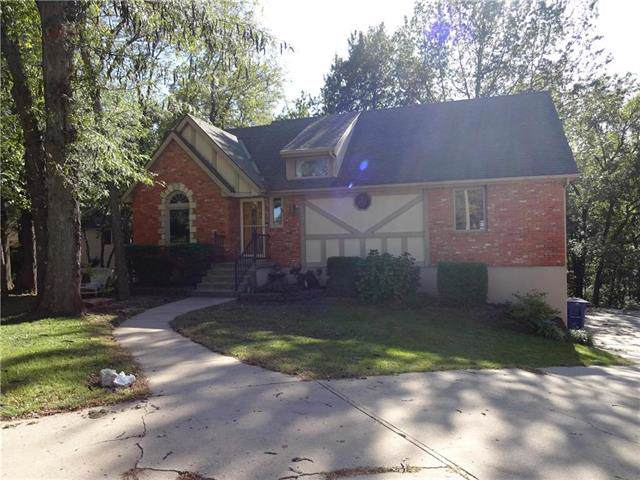 1120 NW Heatherwood Drive, Blue Springs, MO 64014 (#2193540) :: The Gunselman Team