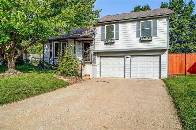 15704 W 126th Terrace, Olathe, KS 66062 (#2193690) :: Dani Beyer Real Estate