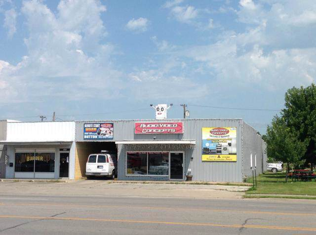 1523 S Main Street, Ottawa, KS 66067 (#2193713) :: Edie Waters Network