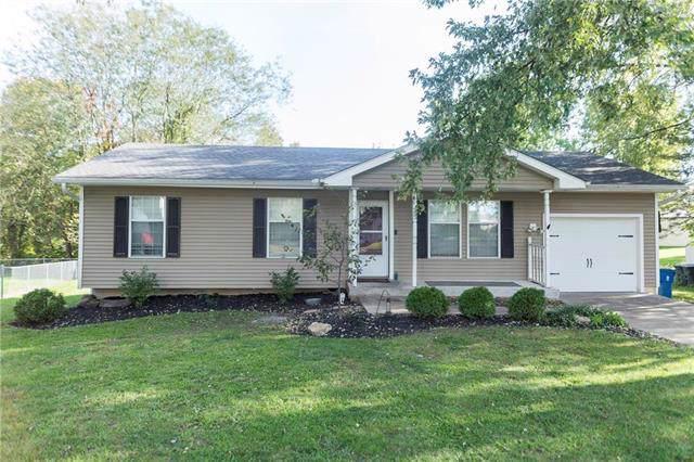 403 E 15th Circle, Kearney, MO 64060 (#2194064) :: Clemons Home Team/ReMax Innovations