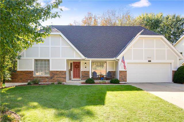 3734 NE Beechwood Drive, Lee's Summit, MO 64064 (#2194153) :: Clemons Home Team/ReMax Innovations